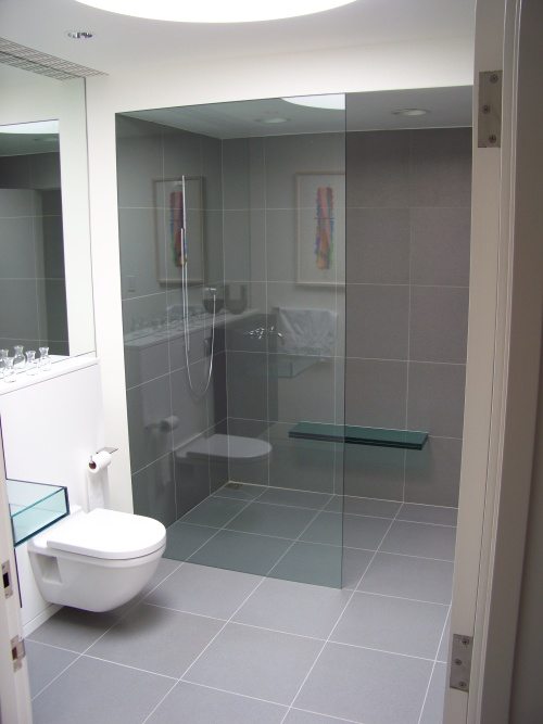 Bathroom_With_Gray_Tile_Floor